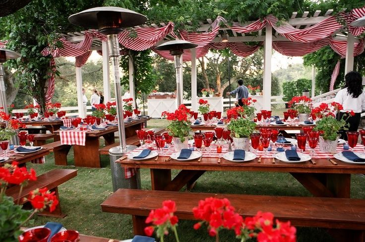 Backyard grilling tablescape for memorial day and or the Backyard party table settings