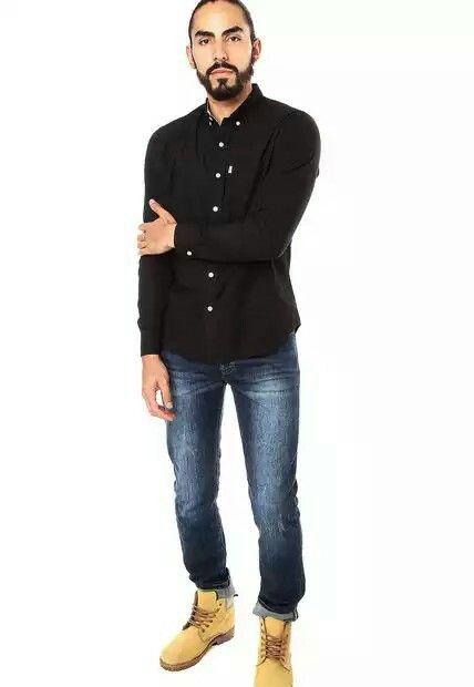 Jeans Levis 510 Azul. 99% ALGODON 1% ELASTANO. Es el fit masculino que tenemos más ajustado, se desarrolla con telas con elastano para que brinden un mayor confort a la hora de vestirlo, es de tiro medio - bajo, pierna y bota muy ajustada.