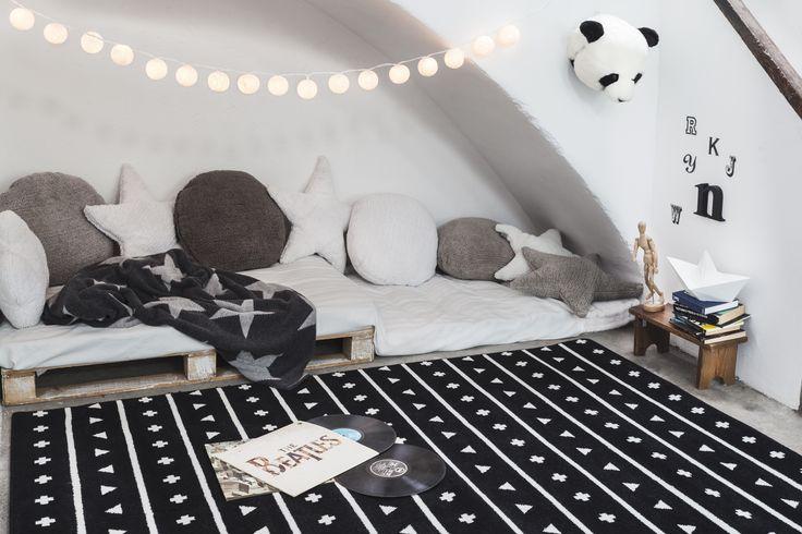 die besten 25 kuschelecke ideen auf pinterest kuschelecke kinderzimmer tipi kinderzimmer und. Black Bedroom Furniture Sets. Home Design Ideas