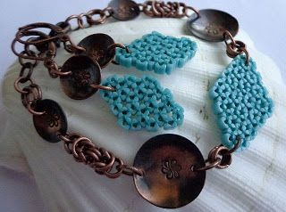 Komplet chainmaille z własnoręcznie przygotowanymi blaszkami i plecionka leddering stitch z koralików toho triangle