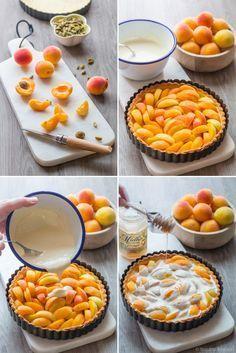 Une tarte très gourmande à l'abricot, à la crème et aux pistaches