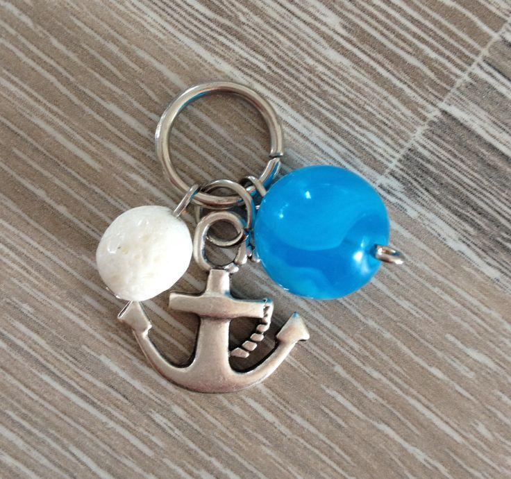 Bedel van koraalspons, een metalen anker en een fel blauwe acryl kraal. Te koop bij JuudsBoetiek voor €2,50. Wil je er een ketting bij? Vraag naar de mogelijkheden! Bestellen kan via juudsboetiek@gmail.com.