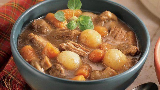Receta de pavo con verduras Thermomix. Una de las carnes blancas que nos aporta proteínas de muy alta calidad y lo mejor de todo, que es muy baja en grasas.