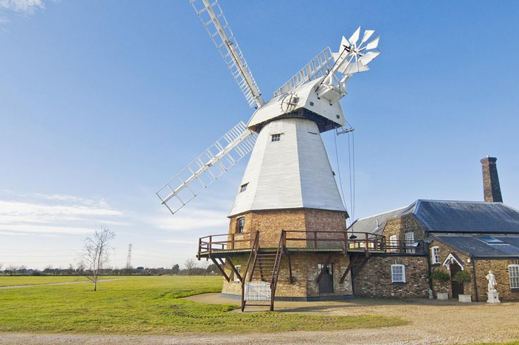 A steam mill / windmill for sale situated in Grays, Essex. The listed property comes with a pool and also stands in 10 acres of grounds.
