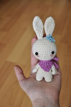 Bunny Amigurumi - Free English Pattern here: http://blog.blackhatllama.com/2016/02/bunny-free-pattern/