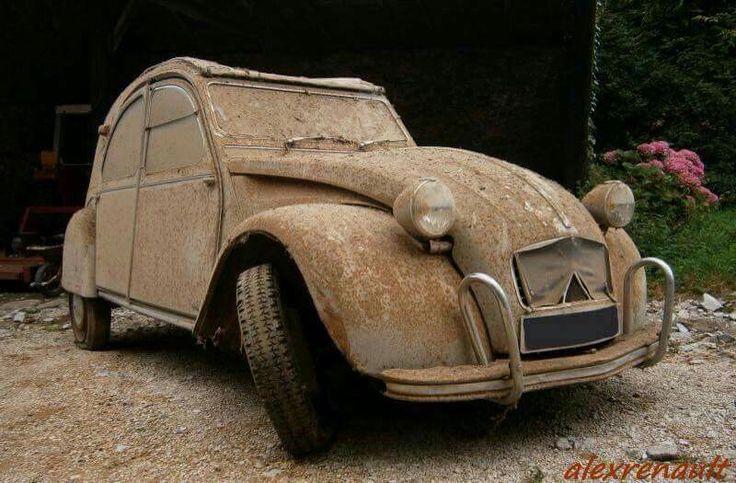 Citro n 2cv abandonado pinterest rusty cars barn - Grange les meubles de famille ...