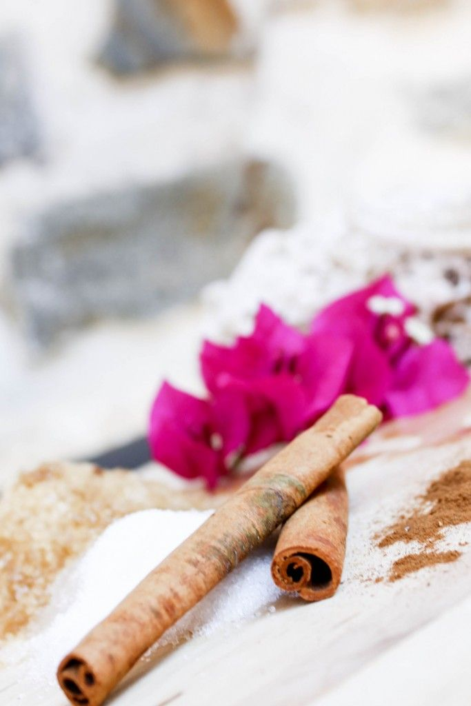 DIY cinnamon vanilla body scrub, homede and so effective. Glowing summer skin. Beauty must have more on www.thedailylace.com