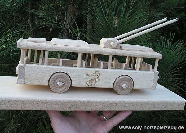 Spielzeug Obus aus Holz mit Gravur