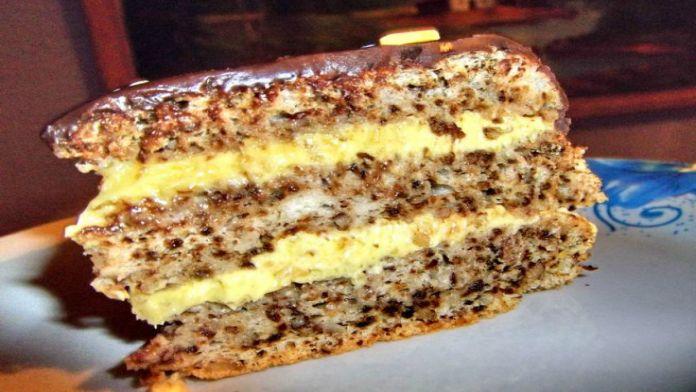 Oříškový dort s krémovou vanilkovou náplní a dokonalou čokoládovou polevou!