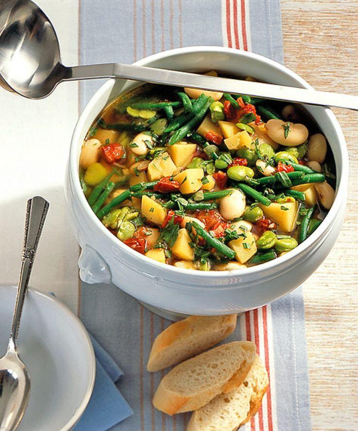 Rezept für Kartoffel-Bohnen-Topf bei Essen und Trinken. Ein Rezept für 2 Personen. Und weitere Rezepte in den Kategorien Gemüse, Kartoffeln, Kräuter, Hauptspeise, Suppen / Eintöpfe, Dünsten, Kochen.