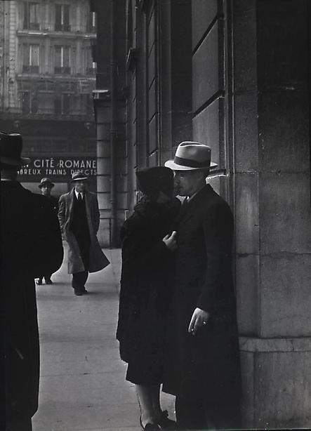 adanvc:  Couple d'Amoureux a la Gare Saint Lazare, 1937-38. by...
