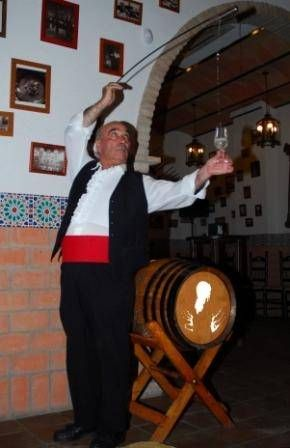 Escanciando manzanilla en Bodega La Andaluza Spain