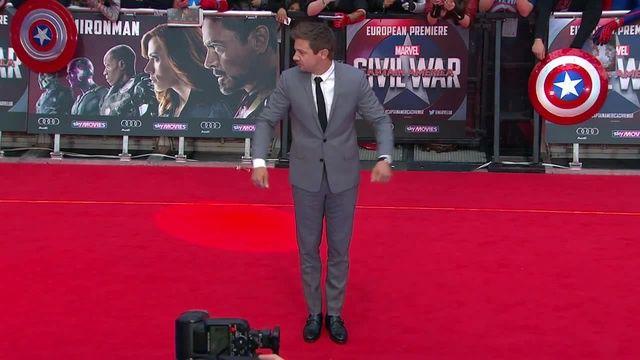"""Танец Джереми Реннер на Европейской премьере""""Капитан Америка:Гражданская война"""