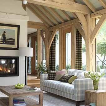 деревянные потолки в гостиной