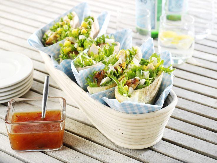 Pitabrød med peanutkylling og salatost