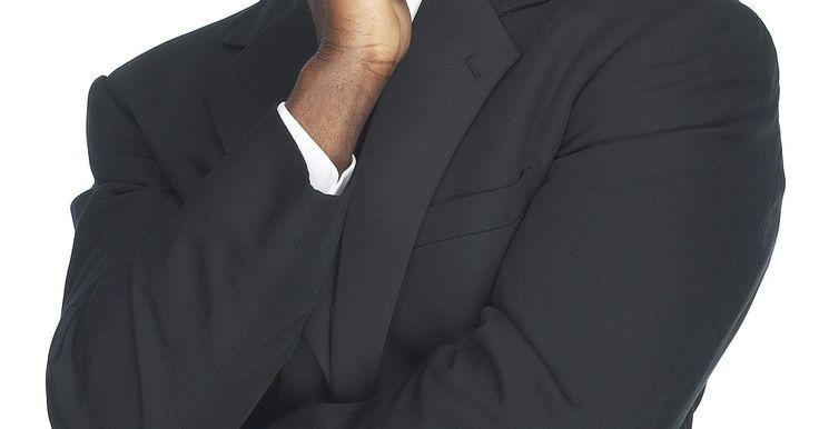 Cómo hace un corte de cabello estilo fundido sombra. Los hombres que buscan mantener un corte limpio normalmente usan peinados cortos. El corte de cabello estilo fundido sombra es una opción popular entre los hombres afroamericanos. Un fundido de sombra es un corte de cabello, lo que significa que es más largo en la parte superior de la cabeza y luego poco a poco se vuelve más corto. Se presta ...