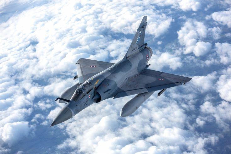 © Armée de l'Air - Le Mirage 2000-5F du commandant du Groupe, porteur des Cigognes des trois SPA.