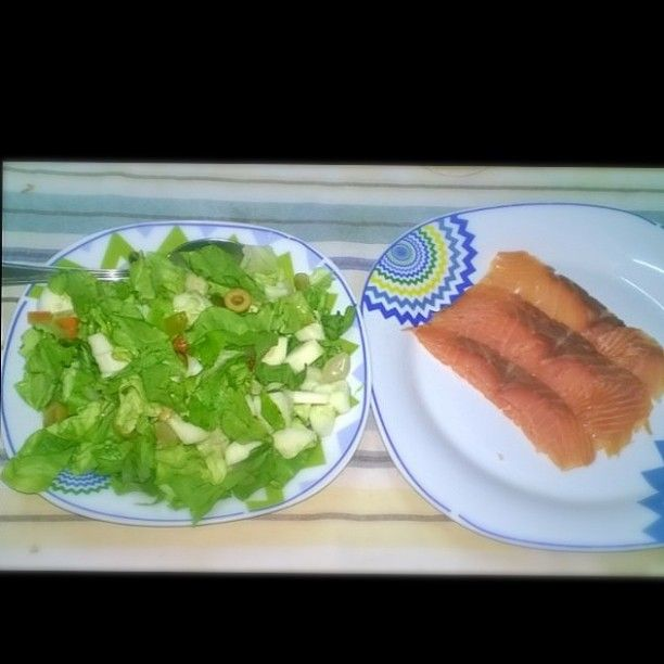 #dinner #salmone #pesce #insalata #salad #lattuga #lattuce #fish #saumon #scottish #scozzese #scozia #Scotland #sottaceti #piselli #carote #cetriolo #cipolline #cena #estiva #summer #food #lowkcal #lowfat #lowcarb #proteine #good #yummy by kikinroses