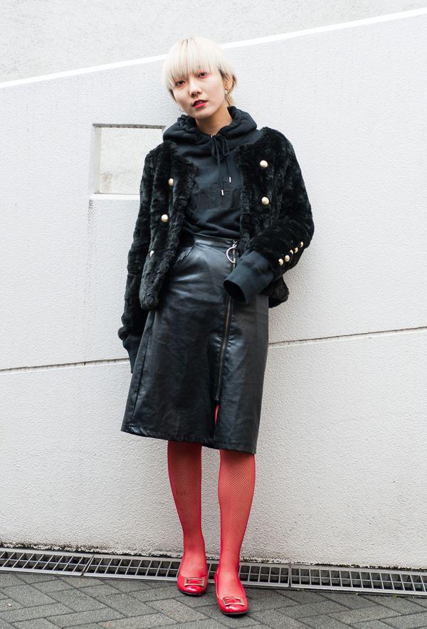 【キャンパス・パパラッチ DAILY】黒×赤でコントラストをつけてモードな印象に、一紗さん