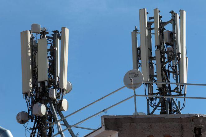 Las grandes operadoras de telecomunicaciones están acelerando la venta de infraestructuras no estratégicas  torres de telefonía móvil, centros de datos, redes troncales, submarinas…
