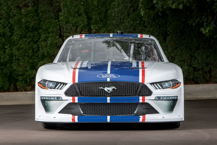 What Engine Is In The Nascar Mustang