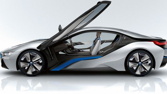 Descubre el BMW i8, el auto deportivo híbrido con motor eléctrico y de combustión de máxima eficiencia.