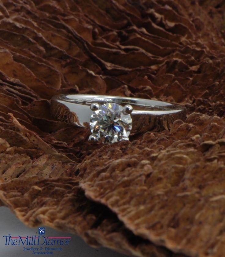 18K white gold solitair engagement ring.