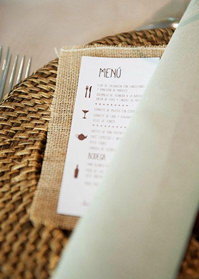 Minuta con tela de saco. Boda rústica de invierno organizada por Detallerie. Menu with sack fabric. Winter rustic wedding by Detallerie.