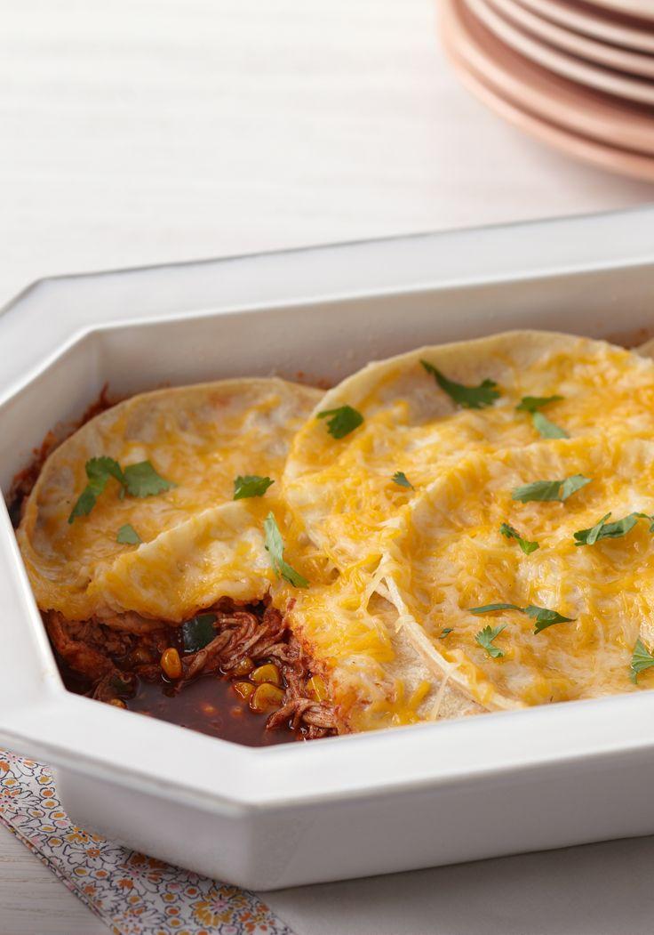 Horneado de enchiladas de pollo- Estas enchiladas hechas al horno es lo mejor para cenar el Día de los Reyes.