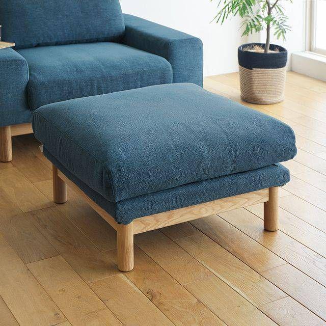 ふかふかのクッション性が心地よい「bulge sofa(バージュソファー)」のオットマン。2人掛けと1人掛けソファーに合わせて使える、ゆったりサイズです。