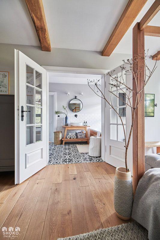 Une maison contemporaine en tons naturels par Shoko Design