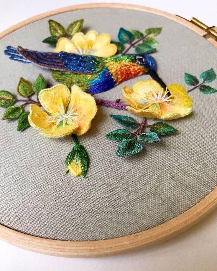 @2ni_stumpwork - 立体刺绣【火喉蜂鸟与带刺的玫瑰】 hummingbird and the roses with thorns. #embroidere#embroidered#embroidery#stumpwork#hummingbird#birds#flowers#roses#立体刺绣#刺绣#蜂鸟#玫瑰#金丝雀玫瑰#刺繡#手工芸#手作#手工藝 #dmc#cosmos#clover#새 #장미 #자수 #입체자수 - #regrann