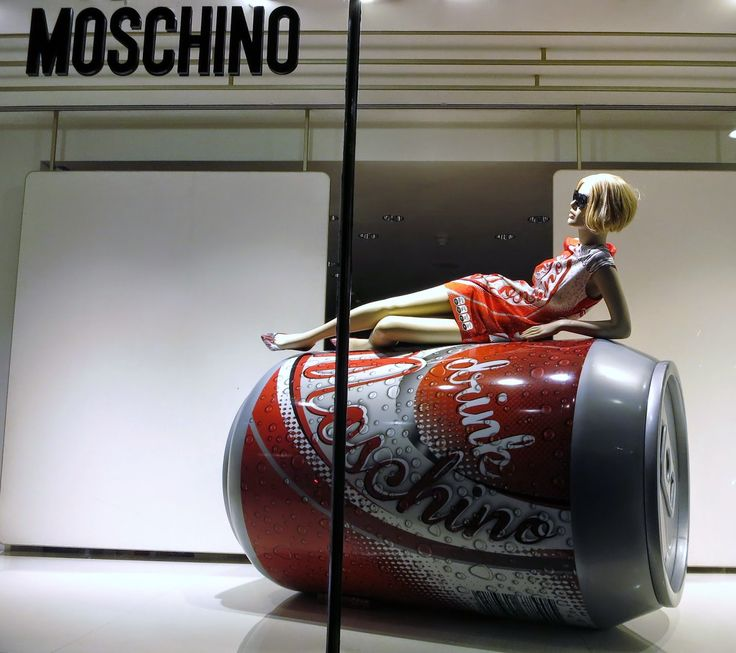 www.retailstorewindows.com: Moschino, London
