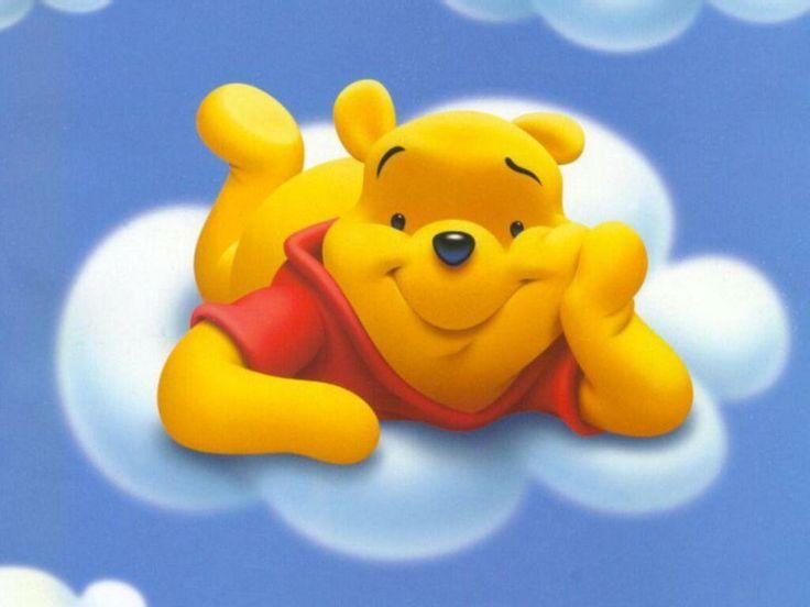Imprime gratis fondo de pantalla infantil para niños de winnie the pooh en las nuves