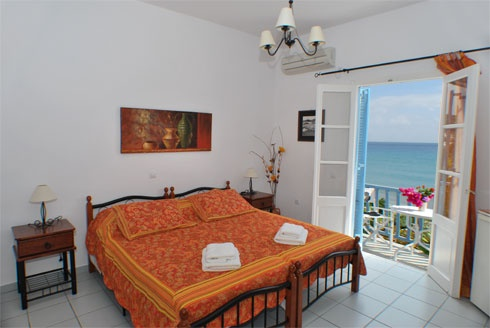 Ageliki Pension, Platy Yialos - charming rooms directly on the beach. Enquiries aegean@thesaurus.gr