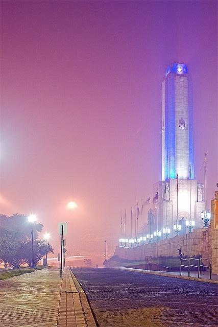 Una vista más de nuestro hermoso monumento a la bandera, a orillas del río Paraná, en Rosario, provincia de Santa Fe.