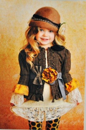 Oh my gosh, so darn cute!! Love her whole little outfit!!