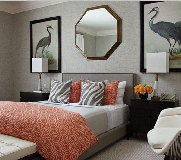 Серый и коралловый цвет в интерьере спальни