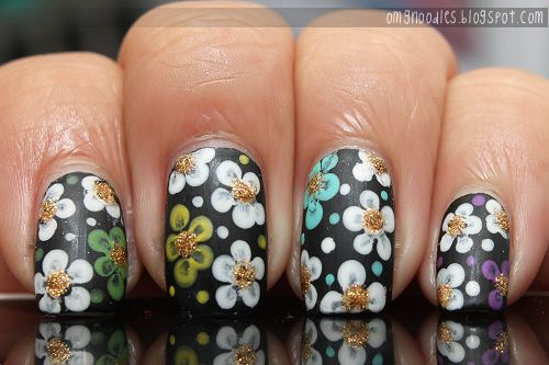 from omgnoodles.blogspot.com  I have to try this!! the flowers look so detailed!