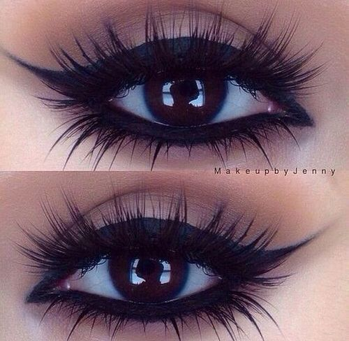 I wish I could apply my lashes like that! Especially the lower one *sigh*