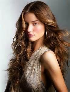 Model rambut curly layer panjang