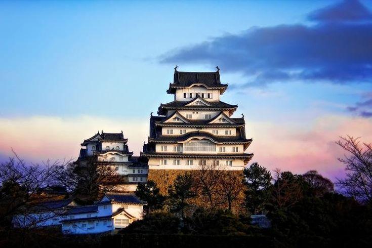 Oubliez Versailles ou Chambord et mettez le cap sur Himeji pour découvrir, à 1h de Kyoto, ce château emblématique, l'un des plus célèbres de l'archipel. De quoi se croire dans un dessin animé de Miyazaki.