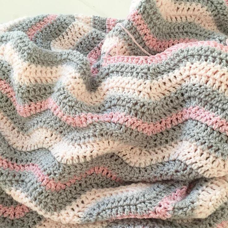 Na de droomdeken verder met de volgende deken  #stylecraftspecialdk #byclairesparkle #hakenisleuk