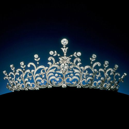 A princess tiara... Fit for any ball!♥