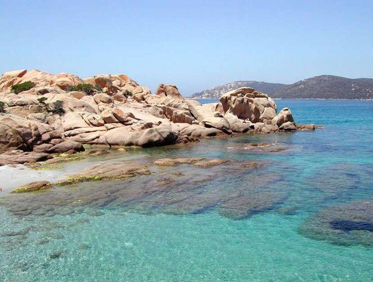 La Corse. La plage de Tradicettu (Sartène). Le sable est fin et doré et l'eau cristalline dans ce paradis encore un peu sauvage.