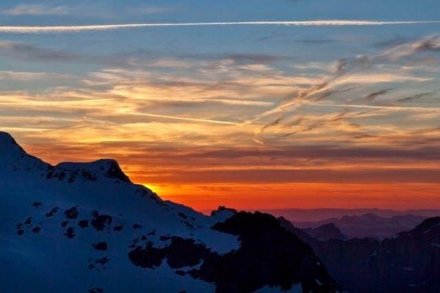 Pour autant qu'on puisse apercevoir l'astre, vu la pluie annoncée, il pointera le bout de ses rayons à partir de 5h23 en Suisse.