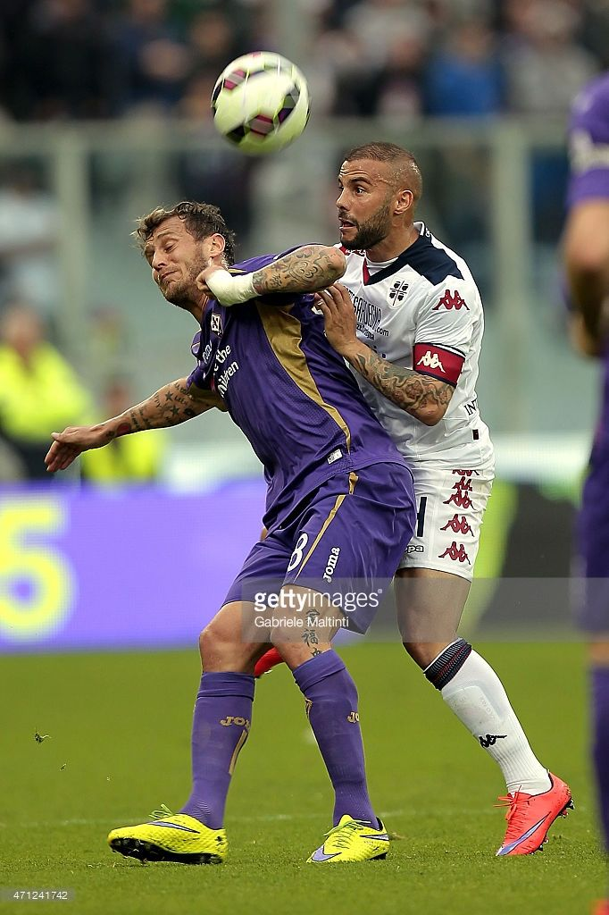 Alessandro Diamanti of ACF Fiorentina battles for the ball with Francesco Pisano of Cagliari Calcio during the Serie A match between ACF Fiorentina and Cagliari Calcio at Stadio Artemio Franchi on April 26, 2015 in Florence, Italy.