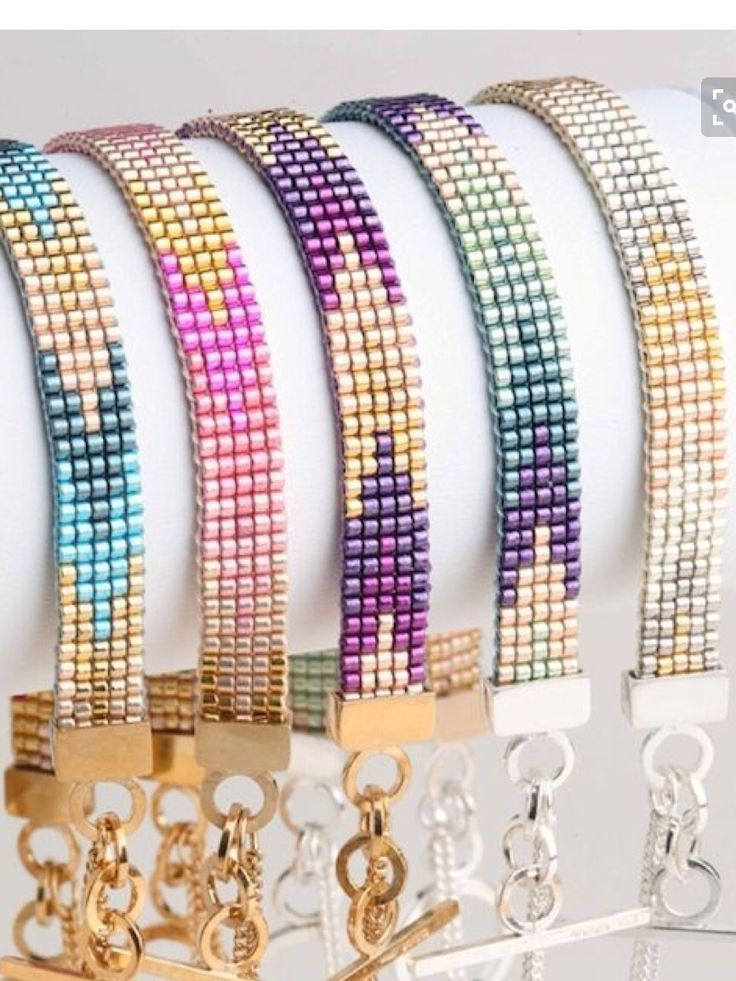How pretty are these colour ways. Beautiful bead loom inspirations that I found.