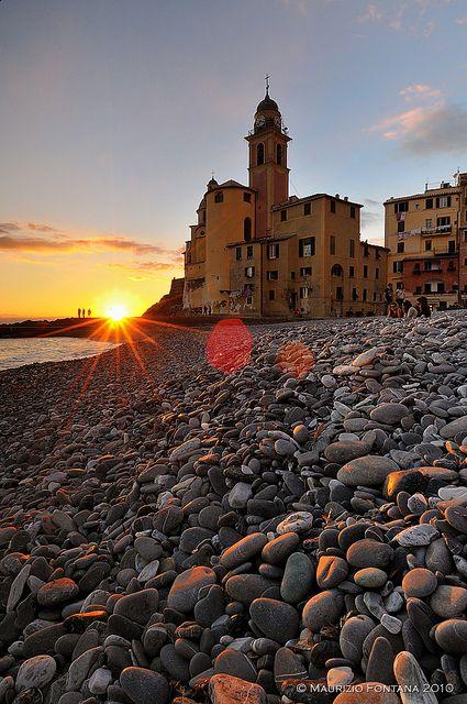 Camogli, Liguria, Italy OMG! ROCKS! Lotsa lotsa rocks ! I do so love collecting rocks !