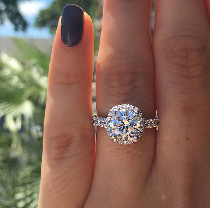 What is a squalo engagement ring?